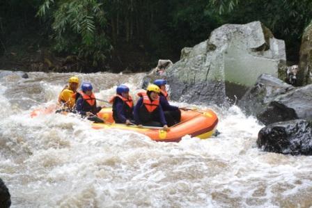 Batu Rafting-Area Uji Andrenalin
