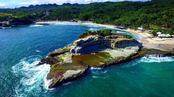 7 Wisata Pantai Eksotis Di Jawa Timur Indonesia, Wajib Dikunjungi!